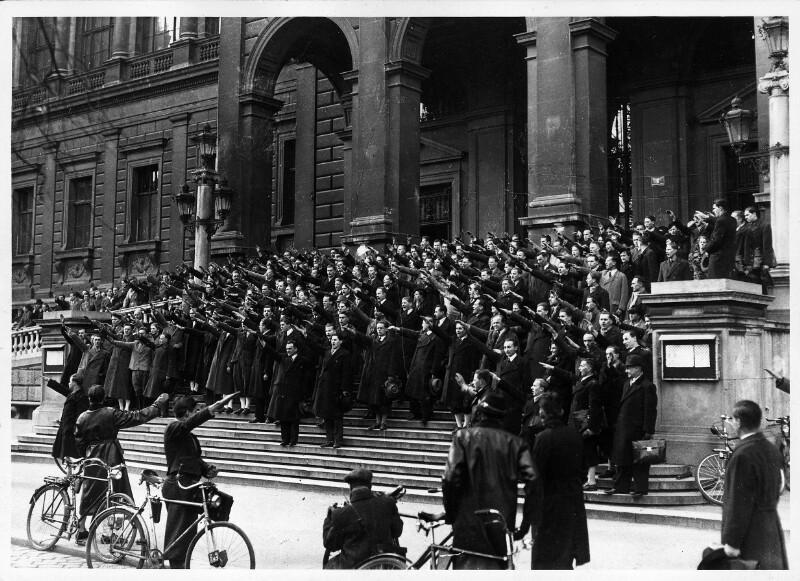 NS-Kundgebung vor der Universität