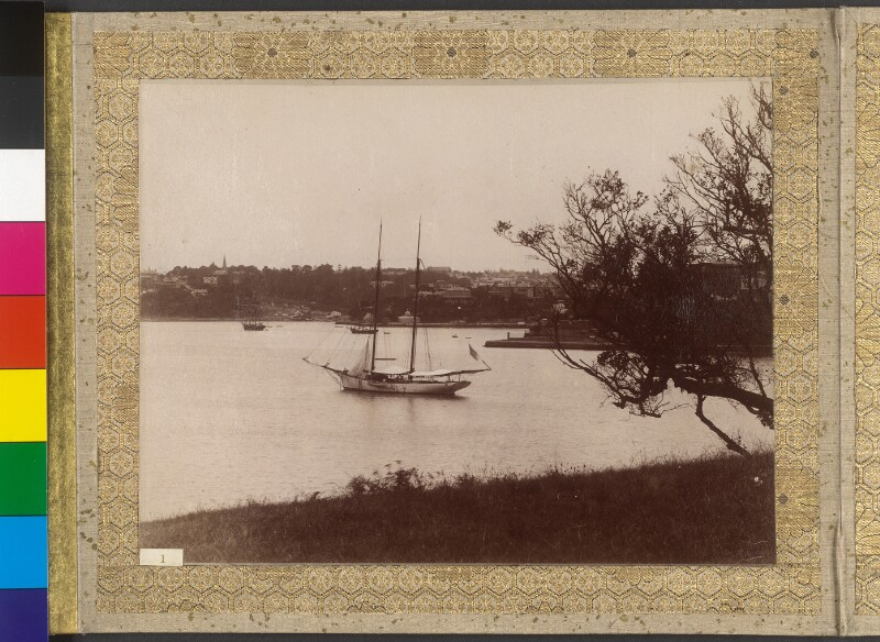 """Die Yacht """"Tolna"""" im Hafen von Sydney"""