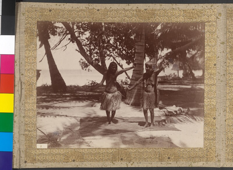 Tanzende Frauen auf Tabuaeran (Fanning-Insel)