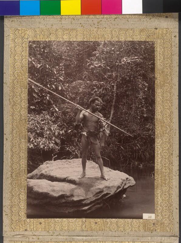 Inselbewohner von Viti Levu fängt Fische mit dem Speer