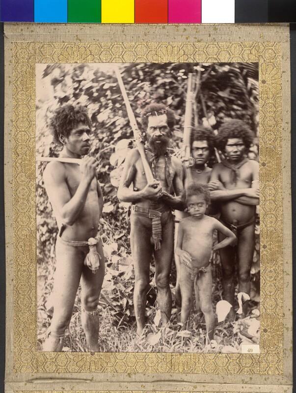 Insel Tanna (Vanuatu): Buschbewohner, teils mit Gewehren bewaffnet