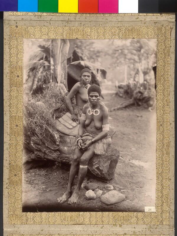Insel Ambrym (Vanuatu): Frau des Dorfchefs von Rhanoun mit Kette aus Eberhauern