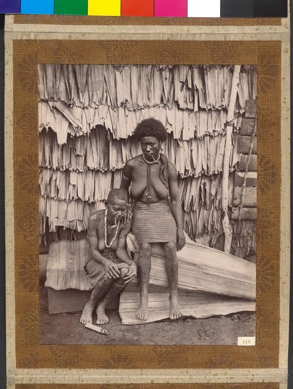 Treasury Inseln (Salomonen): Die Mutter des Königs Manghila mit Dienerin