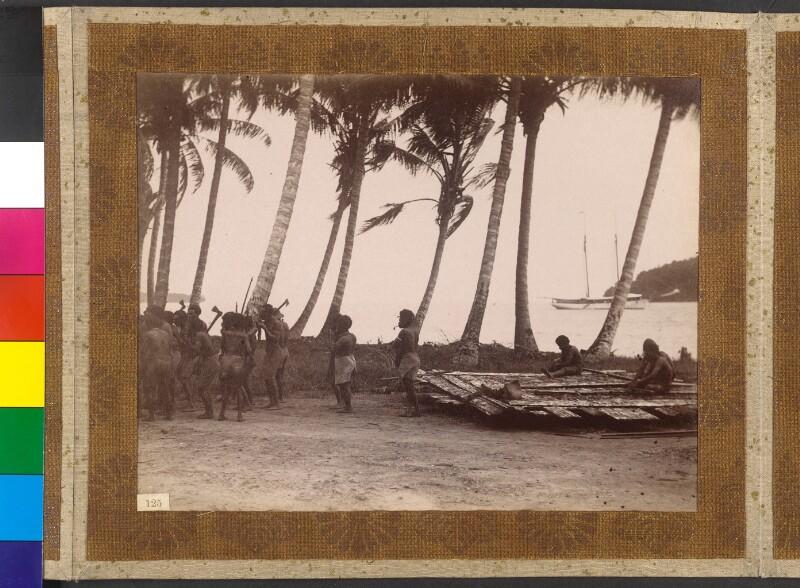 Insel Faisi (Shortland Inseln, Salomonen): Einheimische spielen auf importierten Panflöten