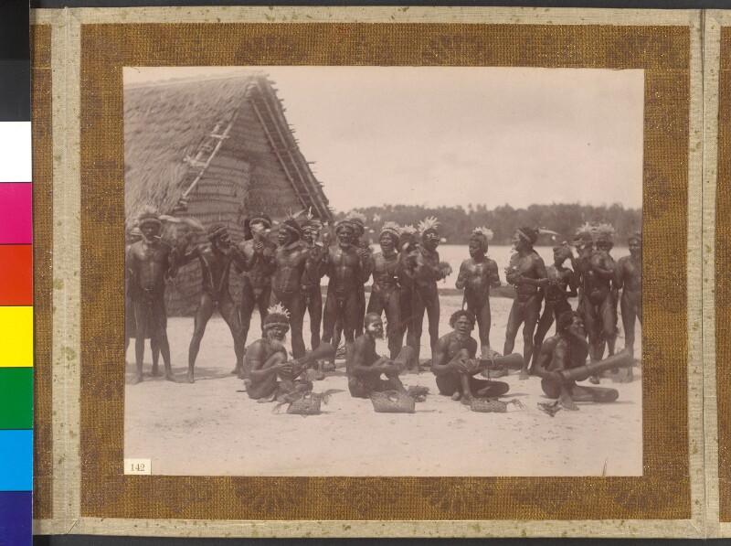 Duke-of-York-Inseln (Bismarck-Archipel): Singende Männer auf der Insel Mioko