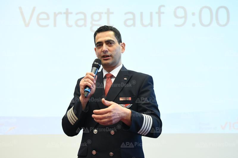 "AUSSERORDENTLICHE BETRIEBSVERSAMMLUNG AUSTRIAN AIRLINES AG (AUA) - BETRIEBSRAT BORD ""STAND BEI KV-VERHANDLUNGEN"": STRATBERGER"