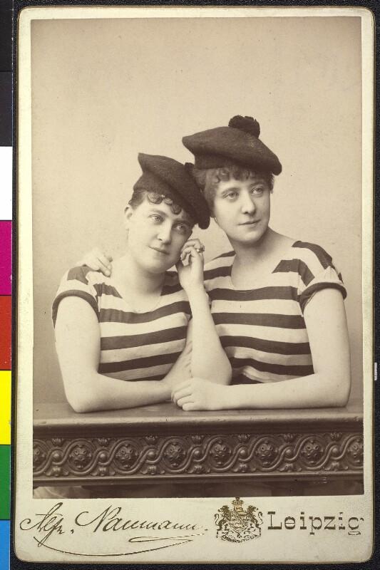 Adele Sandrock mit ihrer älteren Schwester Wilhelmine