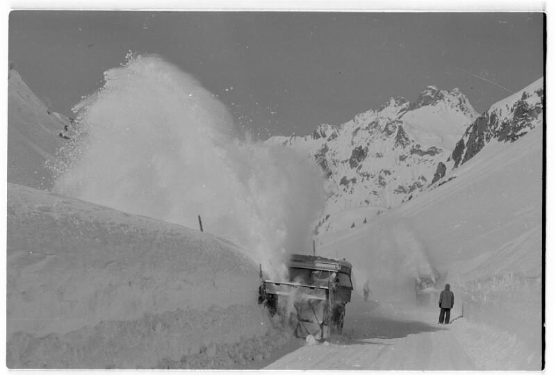 Schneeräumung mit Mercedes Unimog