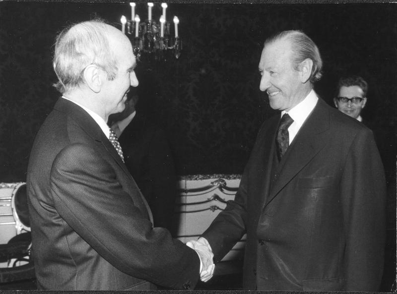 Kurt Waldheim bei Bundespräsident Kirchschläger
