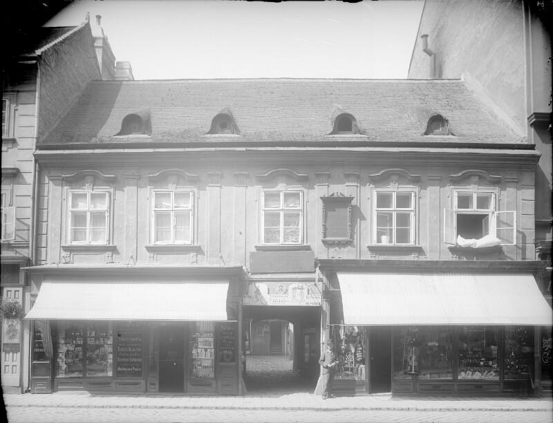 Wien 7, Kirchengasse 15