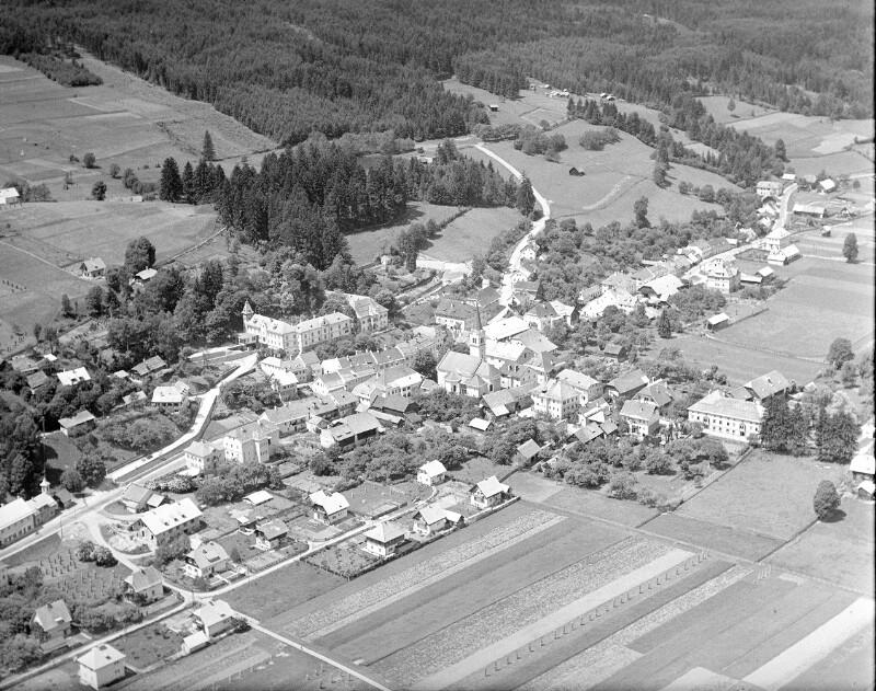 Paternion (K  BH Villach Land): Übersicht: Flugbild ca. von O. Aufnahme Roman Hitschfeld (1908-1988), um 1953-1954.