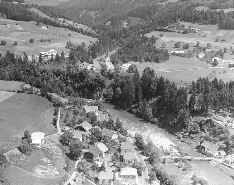 Lieseregg (K  BH Spittal an der Drau): Übersicht: Flugbild ca. von S. Aufnahme Roman Hitschfeld (1908-1988), um 1953-1954.