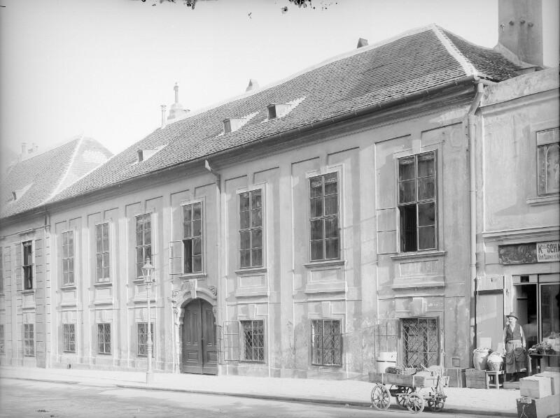 Wien 8, Palais Schönborn