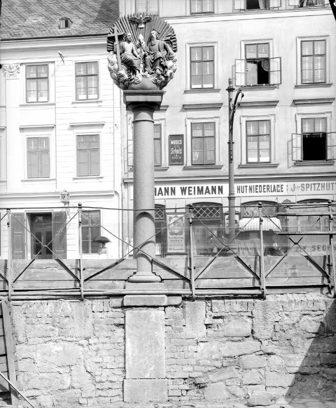 Wien 14, Dreifaltigkeitssäule (Mariahilferstraße 192)