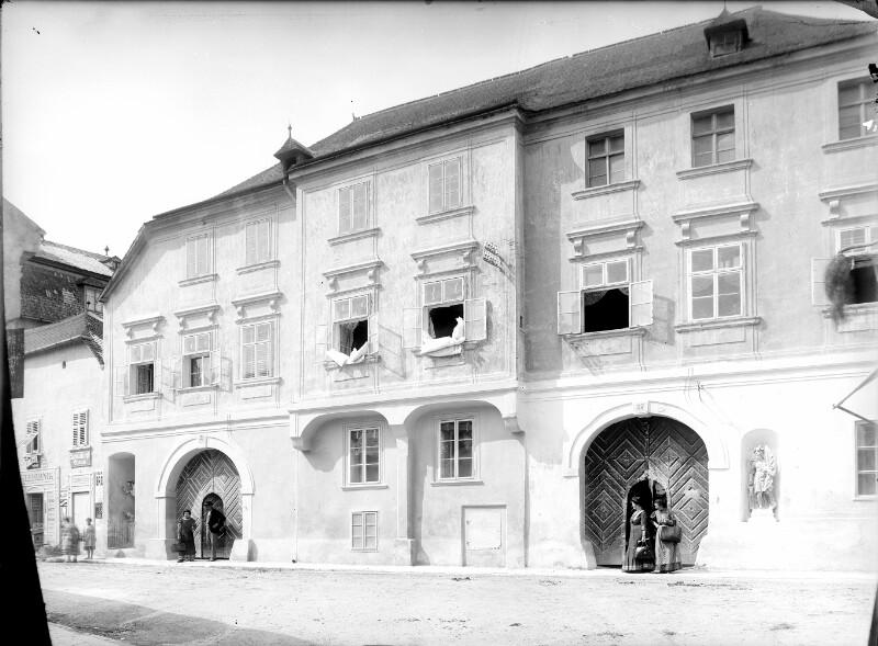 Perchtoldsdorf, Hochstraße 27-25