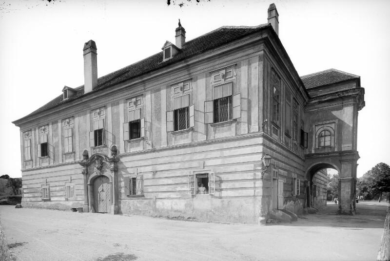 Schwechat, Sendnergasse 89