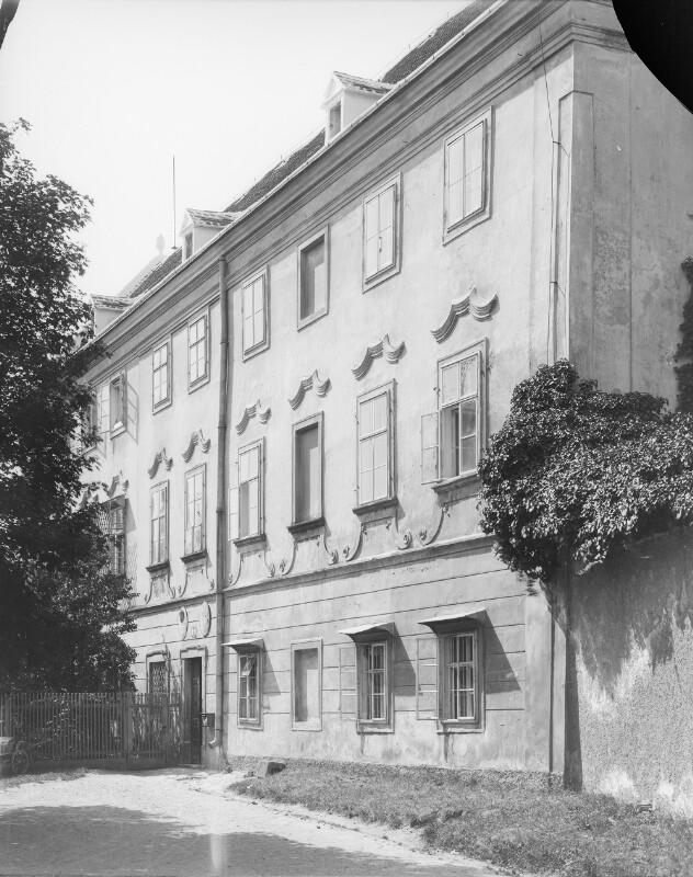 Klosterneuburg, Stiftplatz 5