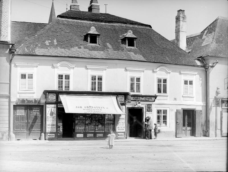 Klosterneuburg, Rathausplatz 14