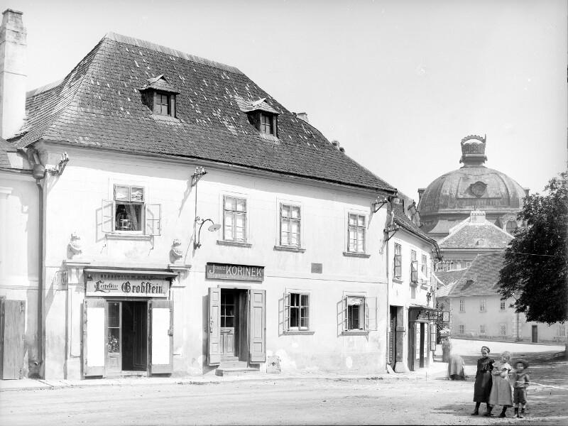 Klosterneuburg, Rathausplatz 15/16