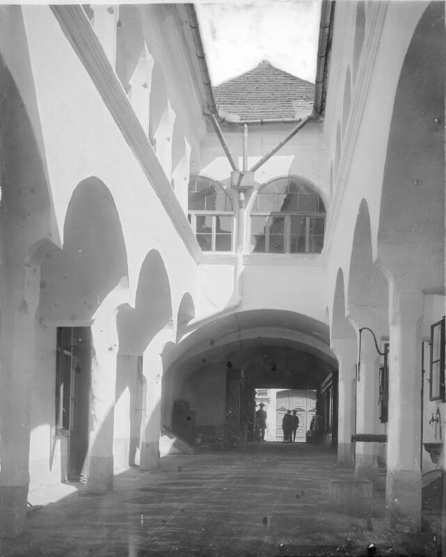 Mödling, Arkadenhof