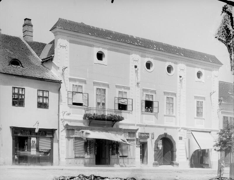 Klosterneuburg, Stadtplatz 16
