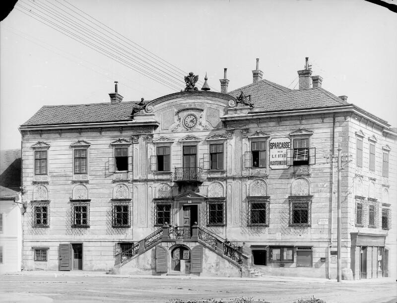 Klosterneuburg, Rathausplatz 1