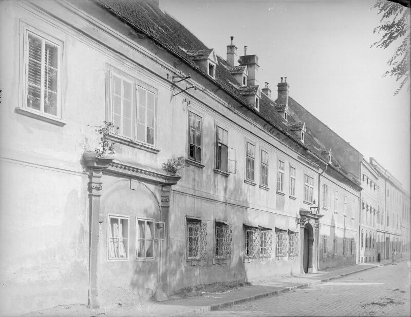 Schwechat, Sendnergasse 83