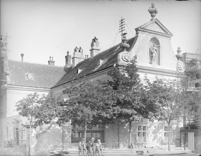 Schwechat, Himbergstraße 63