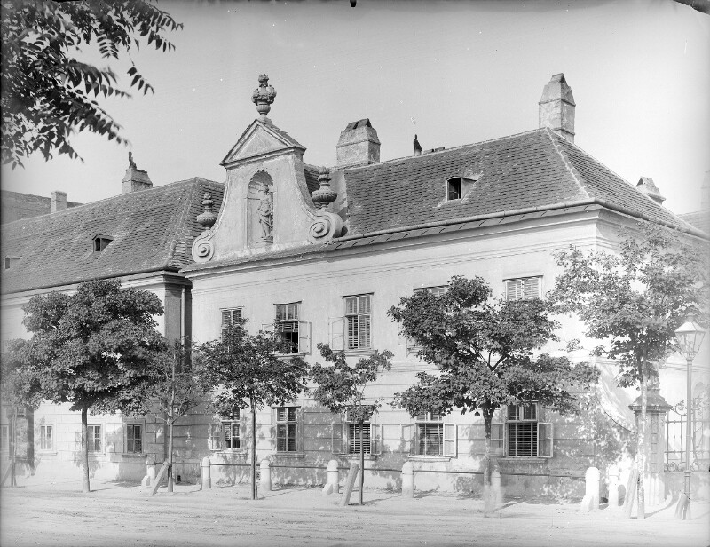 Schwechat, Himbergstraße 64