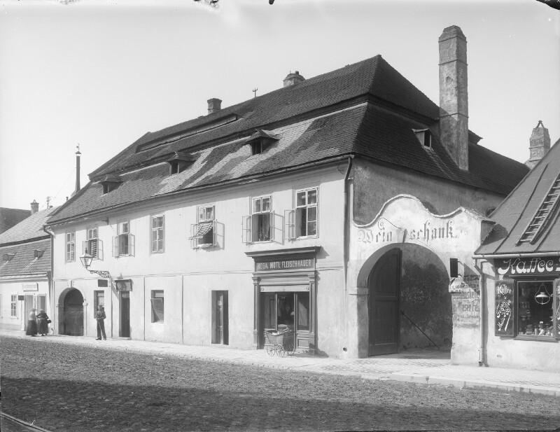 Schwechat, Hauptstraße 14