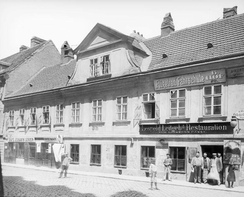 Schwechat, Hauptstraße 98