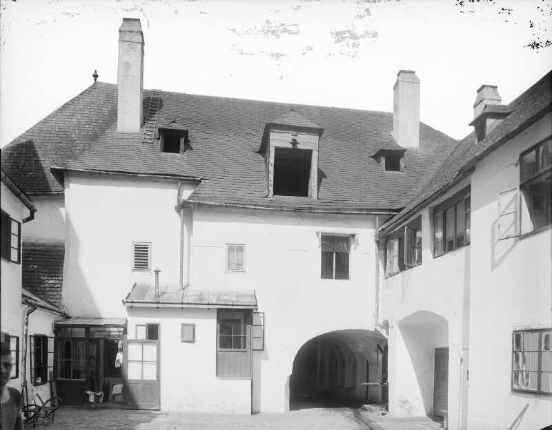 Klosterneuburg, Rathausplatz 5