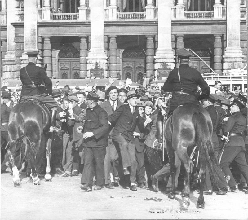 Einzug der Nationalsozialisten in das Wiener Rathaus