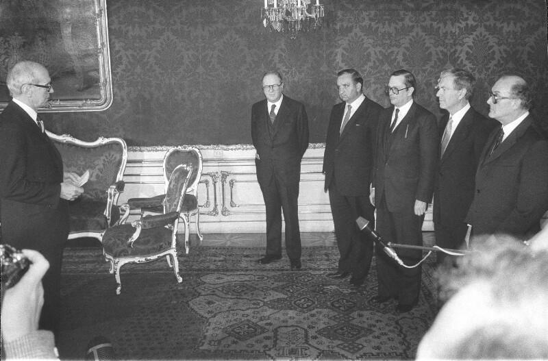 Angelobung neuer Regierungsmitglieder in der Präsidentschaftskanzlei