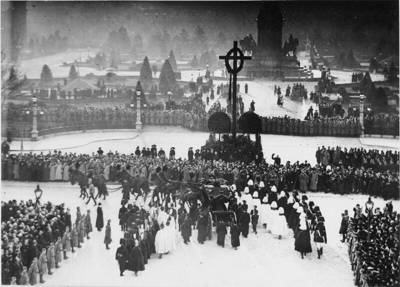 Begräbniszug von Kaiser Franz Joseph I. biegt in die Ringstraße ein