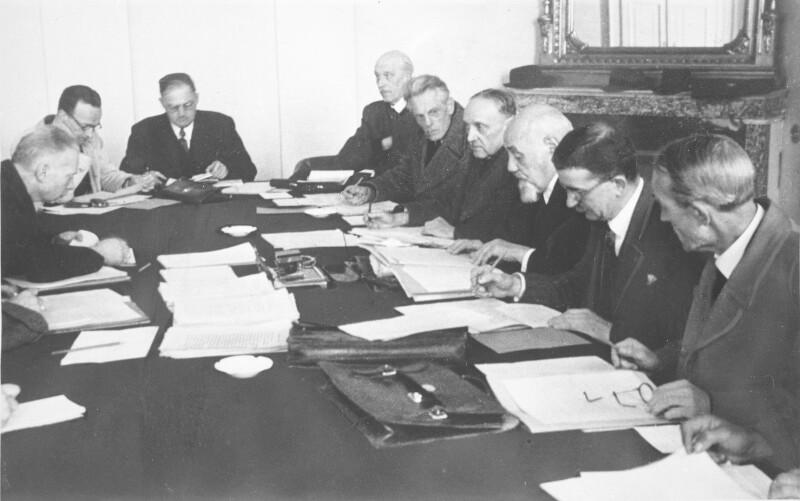 Die Regierung Renner beim ersten Ministerrat