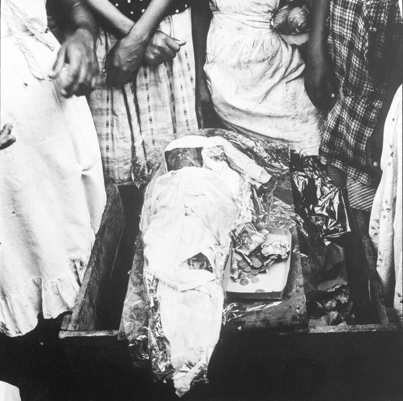 Aufgebahrtes Kind in Managua