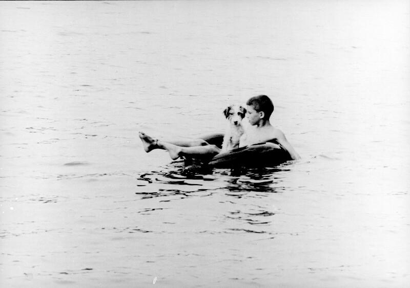 Boy and dog (Knabe und Hund)