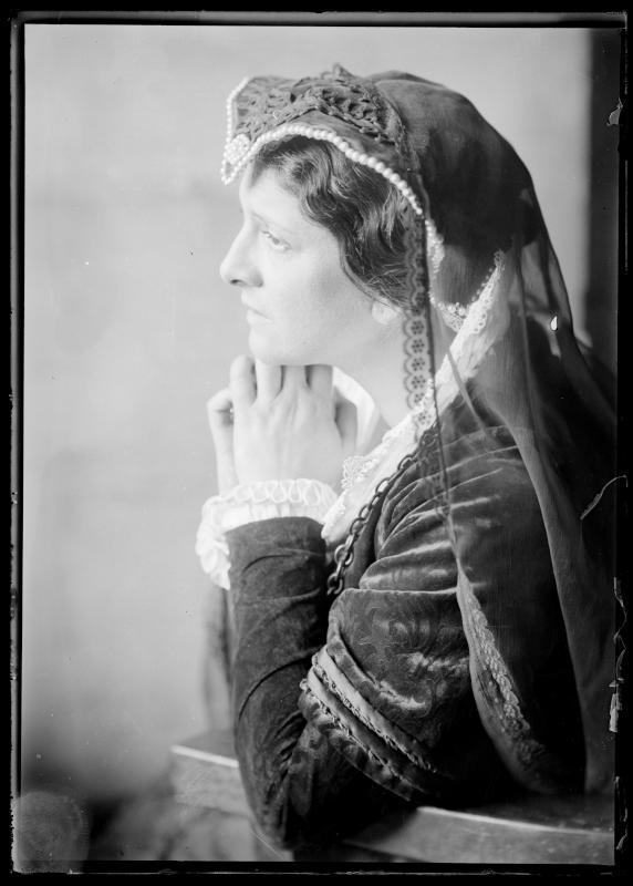 Bildnis Else Wohlgemuth (1881-1972) als Maria Stuart