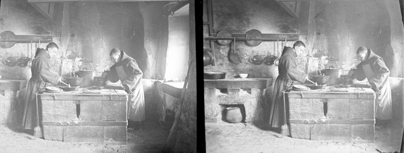 Mönche in der Küche ihres Klosters in Assisi