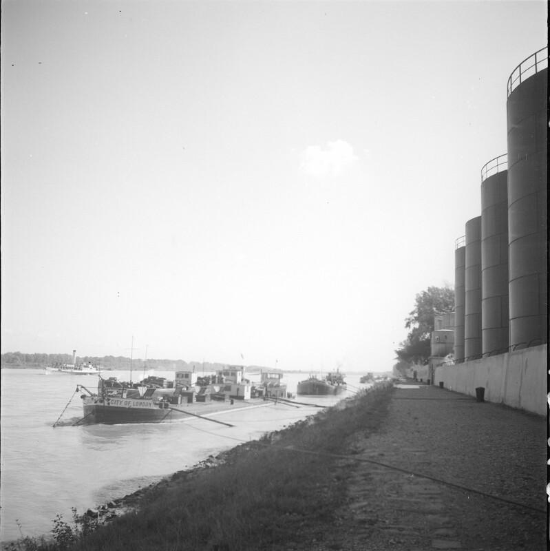 Wien, Tankerhafen unterhalb der Stadlauer Brücke