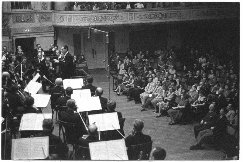 Otto Klemperer dirigiert im Wiener Konzerthaus