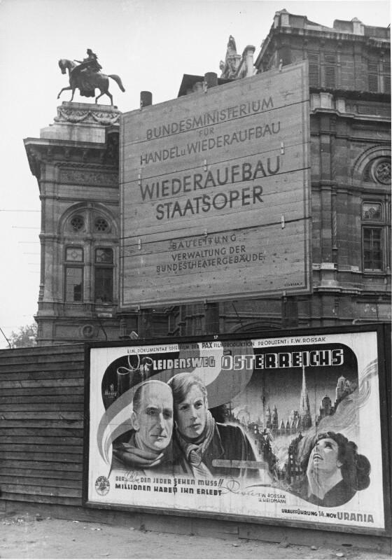 Vor der Wiener Staatsoper