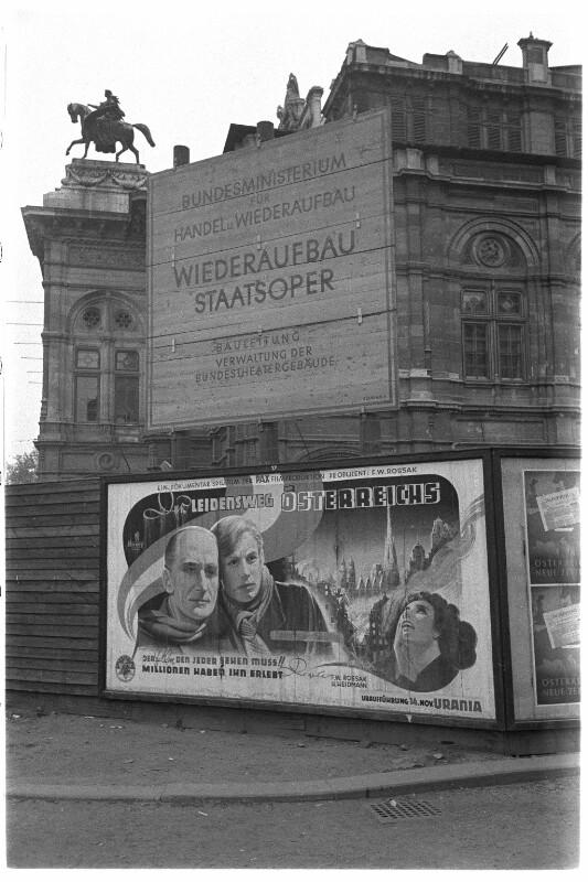 Filmplakat vor der Wiener Staatsoper