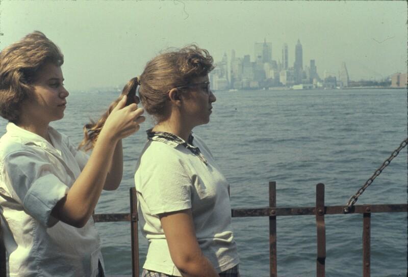 Mädchen flicht anderem Mädchen Zopf, New York