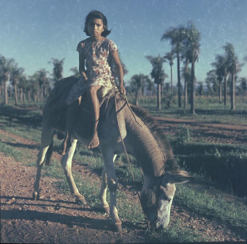Mädchen auf Pferd, Paraguay