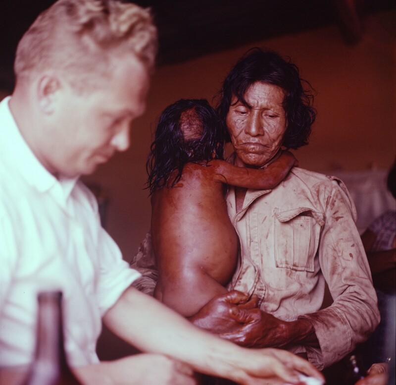 Frau mit Kind beim Arzt, Brasilien
