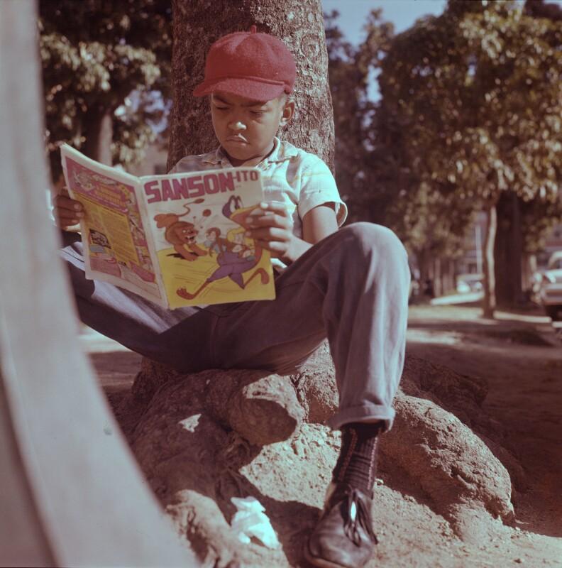 Knabe liest Comic, Venezuela