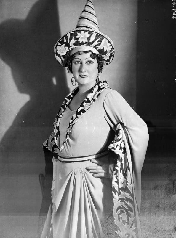 W. Achsel als Mrs. Page in Giuseppe Verdis Oper Falstaff©Bildarchiv Austria, ÖNB