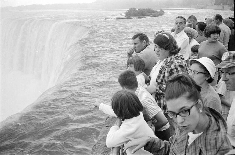 Ausblickplattform auf den Niagarafall, kanadische Seite